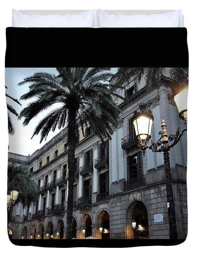 Outdoors Duvet Cover featuring the photograph Barcelona, Placa Reial by Stefano Salvetti