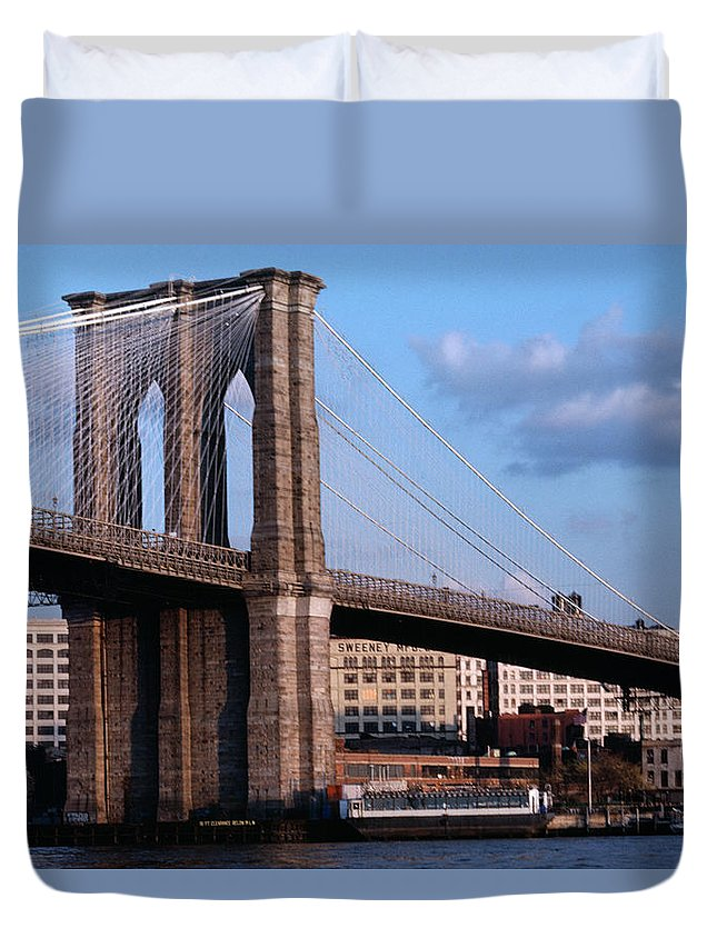 Built Structure Duvet Cover featuring the photograph Brooklyn Bridge by Dick Luria