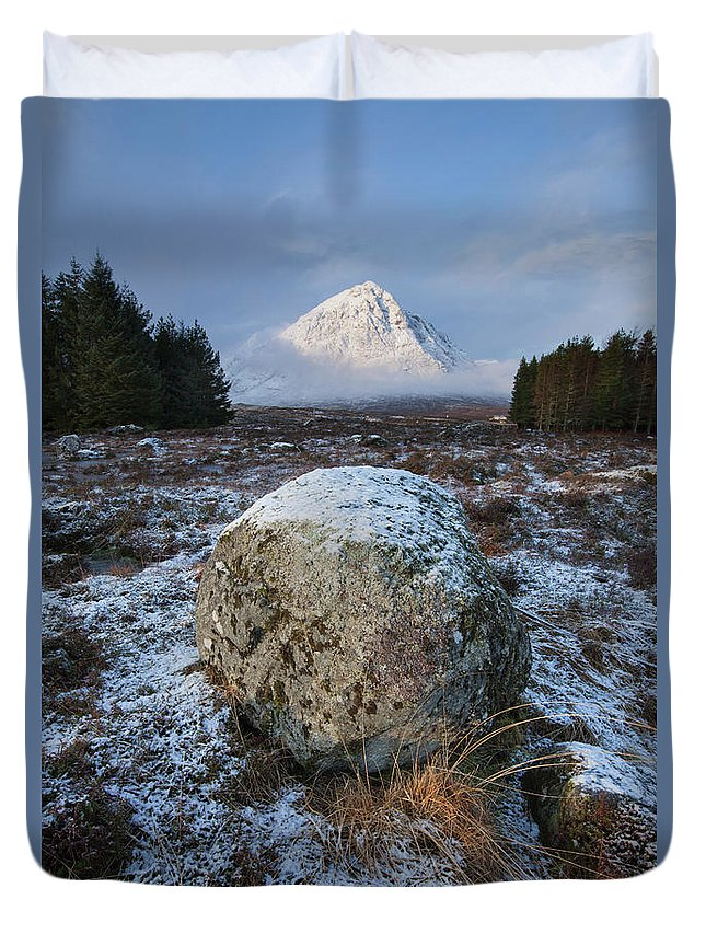 Rannoch Moor Duvet Cover featuring the photograph Buachaille Etive Mor Sunlight by Paul Whiting
