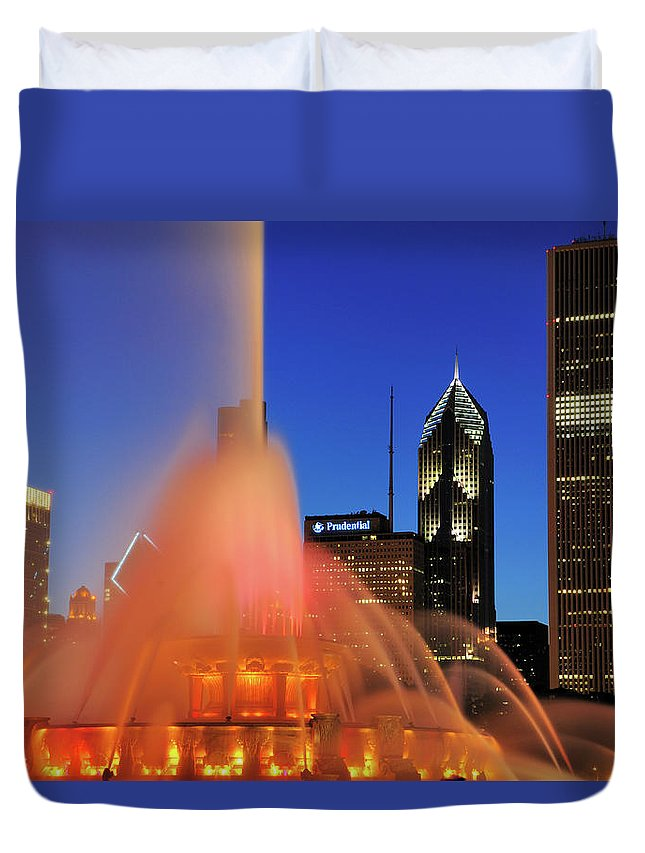 Tranquility Duvet Cover featuring the photograph Buckingham Fountain, Chicago by Bruce Leighty
