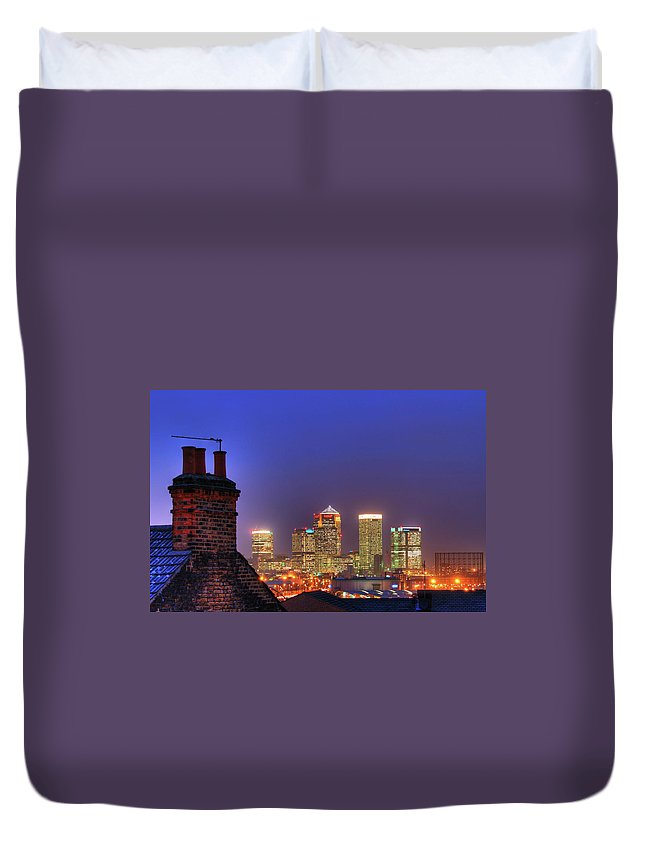 Clear Sky Duvet Cover featuring the photograph Canary Wharf by Andy Linden