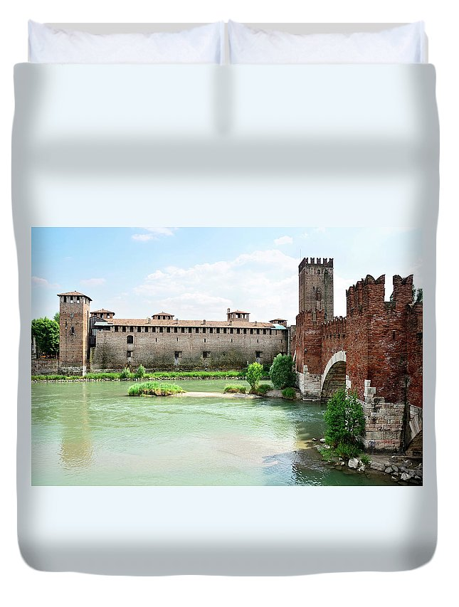 Veneto Duvet Cover featuring the photograph Castelvecchio And Ponte Scaligero by Alxpin