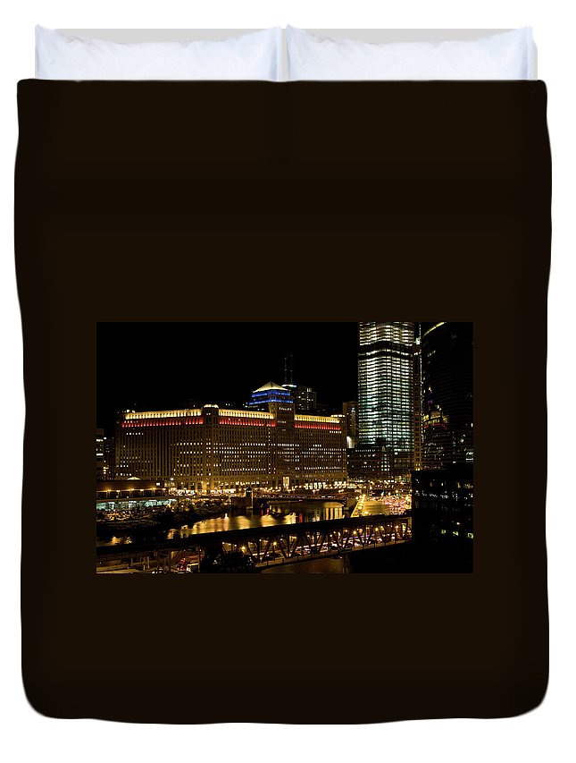 Chicago River Duvet Cover featuring the photograph Chicago Merchandise Mart by Helpinghandphotos