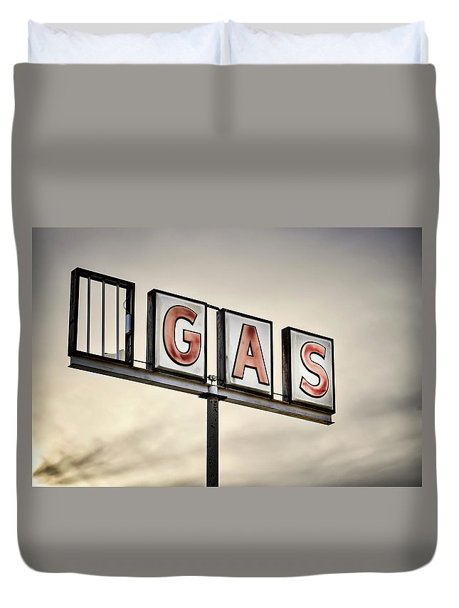 Non-urban Scene Duvet Cover featuring the photograph Classic Americana Route 66 Abandoned by Elementalimaging