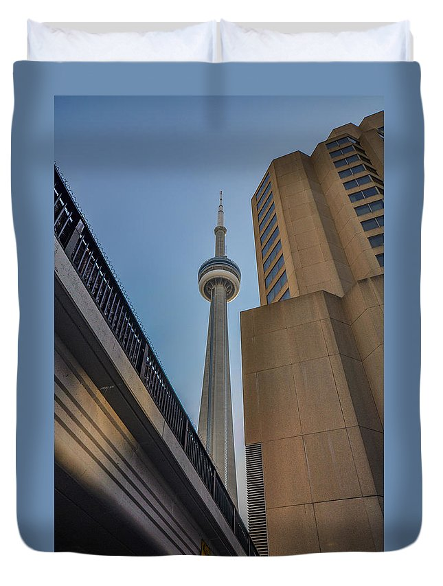 Toronto Duvet Cover featuring the photograph Cntower by Roberto Cislaghi