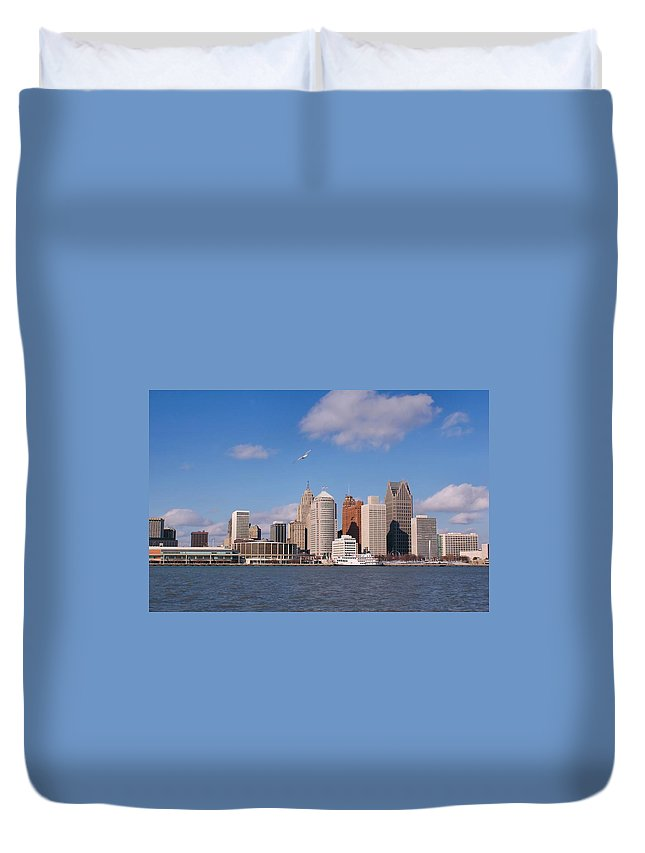 Downtown District Duvet Cover featuring the photograph Cold Detroit by Corfoto