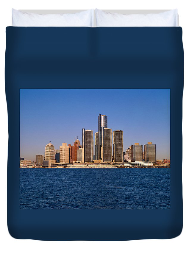 Detroit Duvet Cover featuring the photograph Detroit Buildings On The Water by Visionsofamerica/joe Sohm