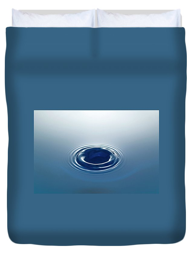 Motion Duvet Cover featuring the photograph Drop by Stockcam