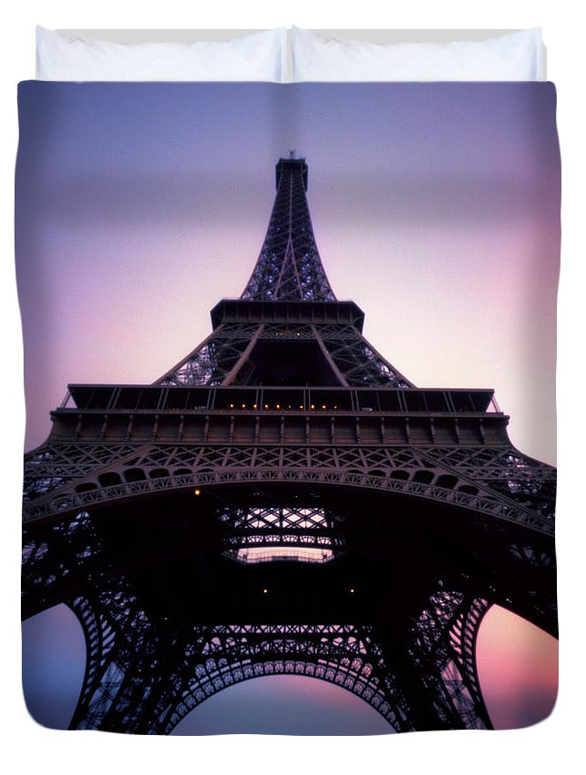 Arch Duvet Cover featuring the photograph Eiffel Tower At Sunset by Zeb Andrews
