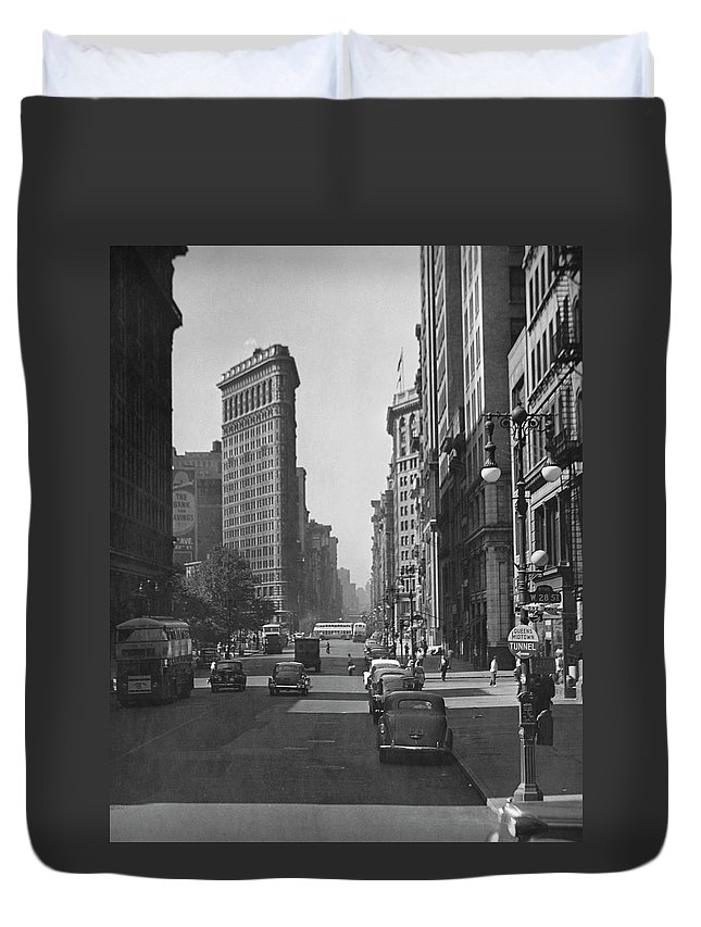 1950-1959 Duvet Cover featuring the photograph Fifth Ave. And The Flatiron Bldg by George Marks