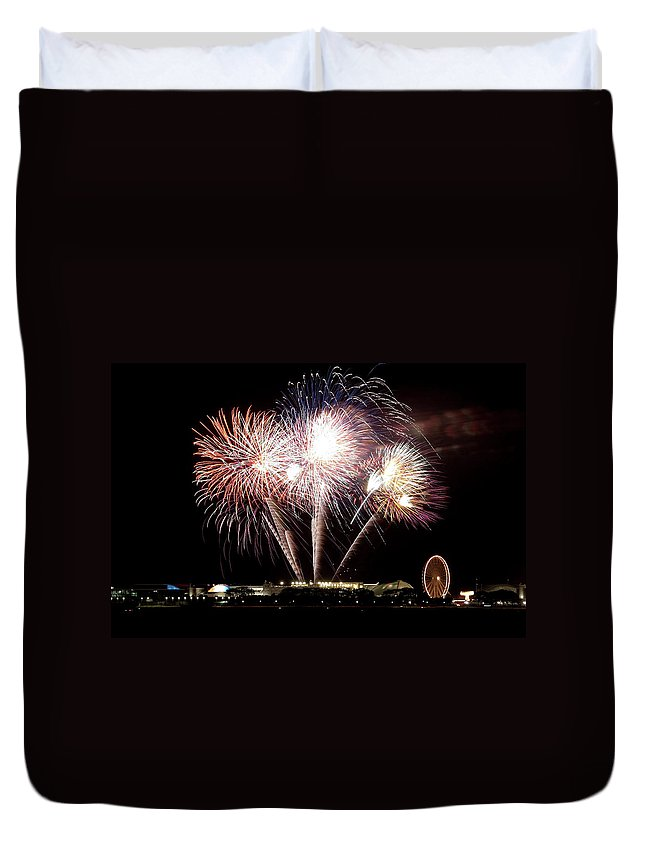 Lake Michigan Duvet Cover featuring the photograph Fireworks In Chicago by 400tmax