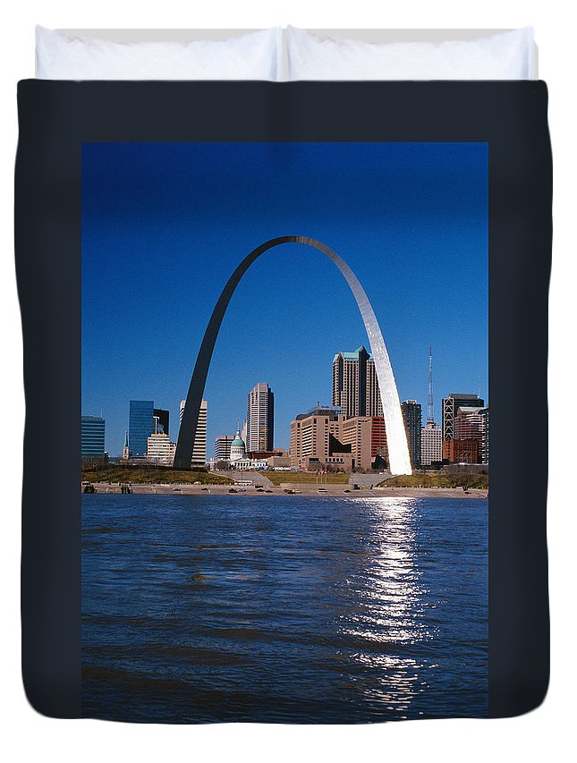 Arch Duvet Cover featuring the photograph Gateway Arch In St Louis, Missouri by Stockbyte