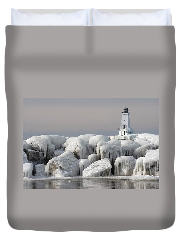 Water's Edge Duvet Cover featuring the photograph Great Lakes Lighthouse With Ice Covered by Jskiba