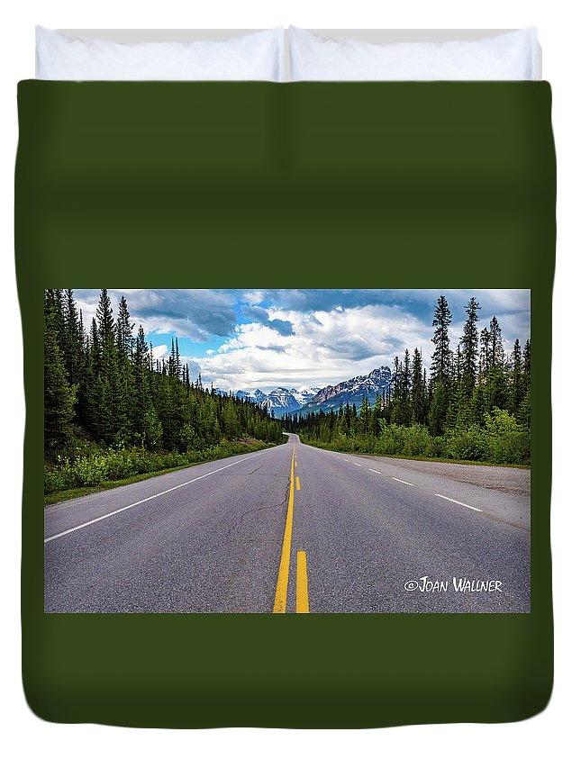 Alberta Duvet Cover featuring the photograph Icefields Parkway by Joan Wallner
