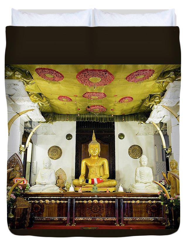 Kandy Duvet Cover featuring the photograph Kandy Sri Lanka Dalada Maligawa by Laughingmango