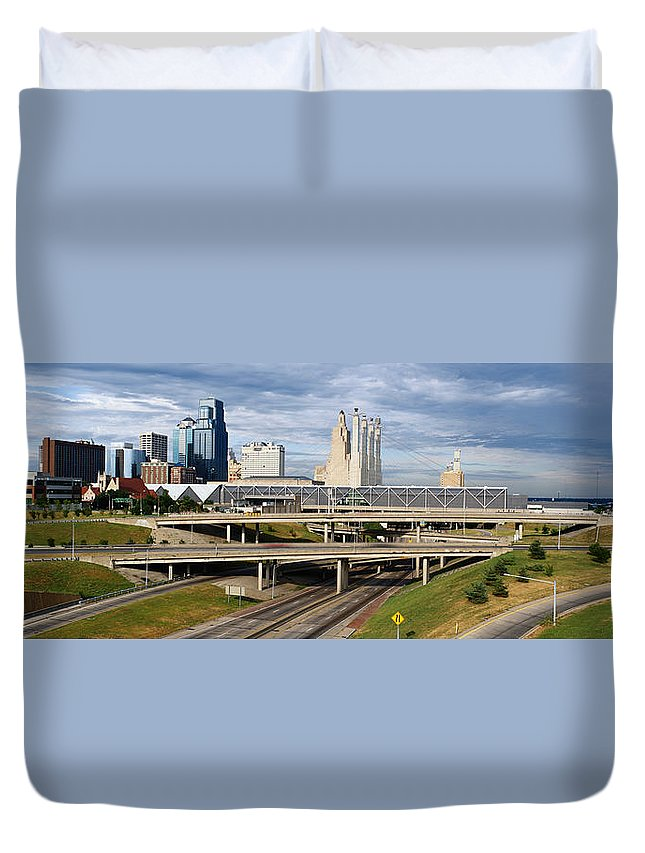 Panoramic Duvet Cover featuring the photograph Kansas City Skyline, Missouri by Jeremy Woodhouse