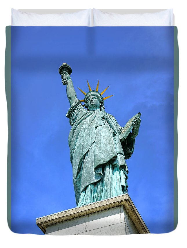 Statue Duvet Cover featuring the photograph Lady Liberty In Paris by Olivier Le Queinec