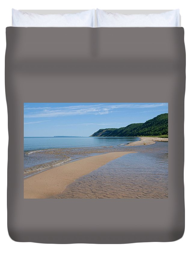 Lake Michigan Duvet Cover featuring the photograph Lake Michigan Beachscape With Wooded by Corfoto