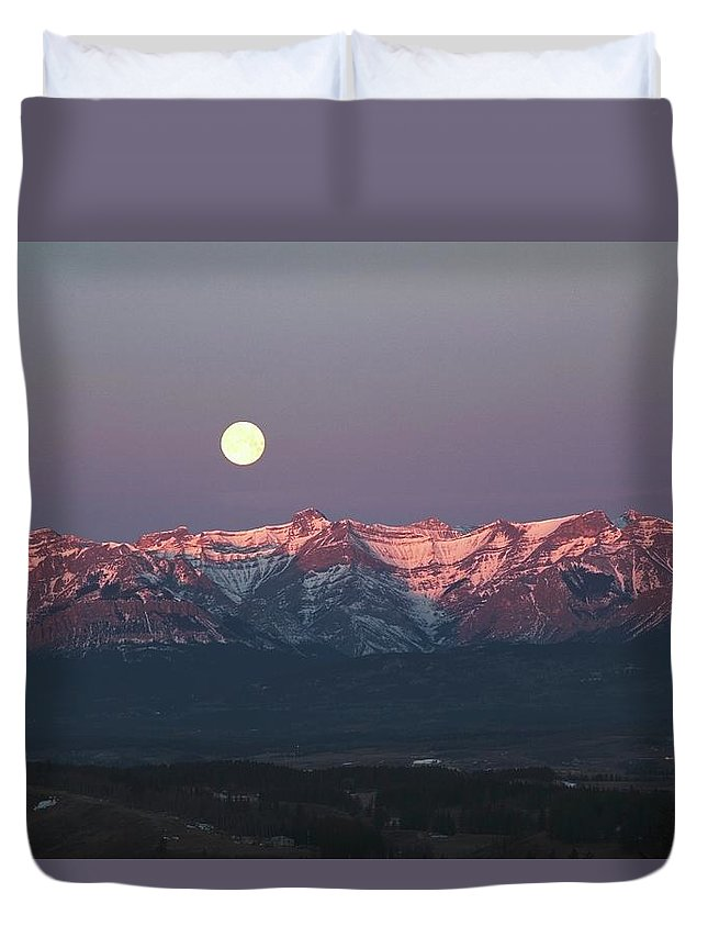 Front Range Duvet Cover featuring the photograph Moon Set Over Front Range Mountains by Design Pics / Michael Interisano