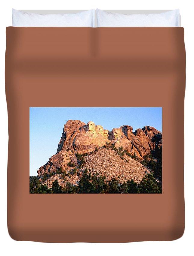 Mt Rushmore National Monument Duvet Cover featuring the photograph Mt Rushmore Memorial Carvings by John Elk