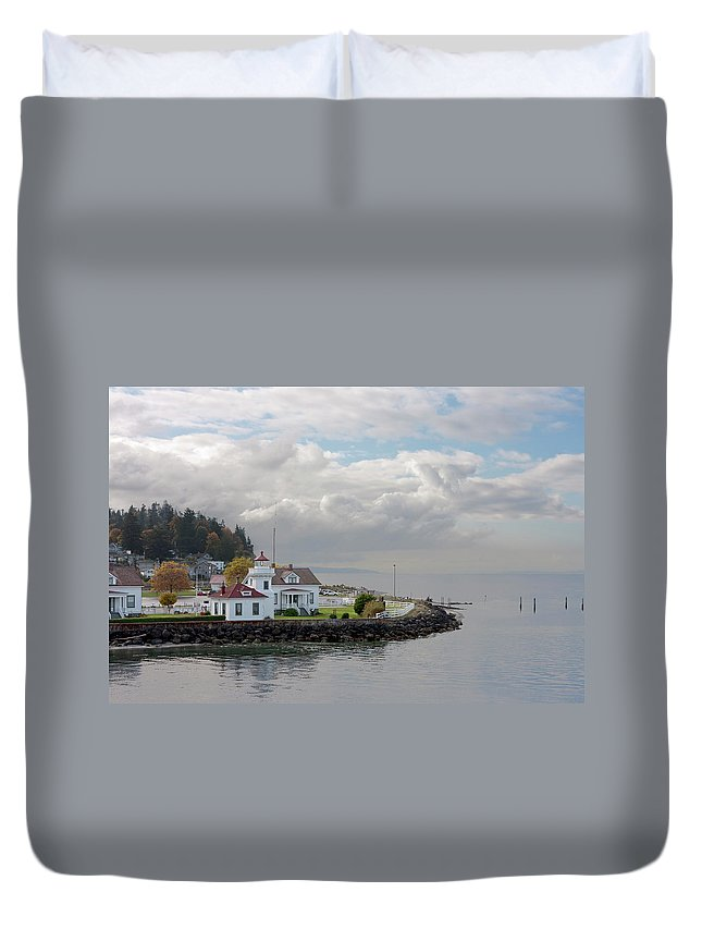 Water's Edge Duvet Cover featuring the photograph Mukilteo Lighthouse On Puget Sound by Stevedf
