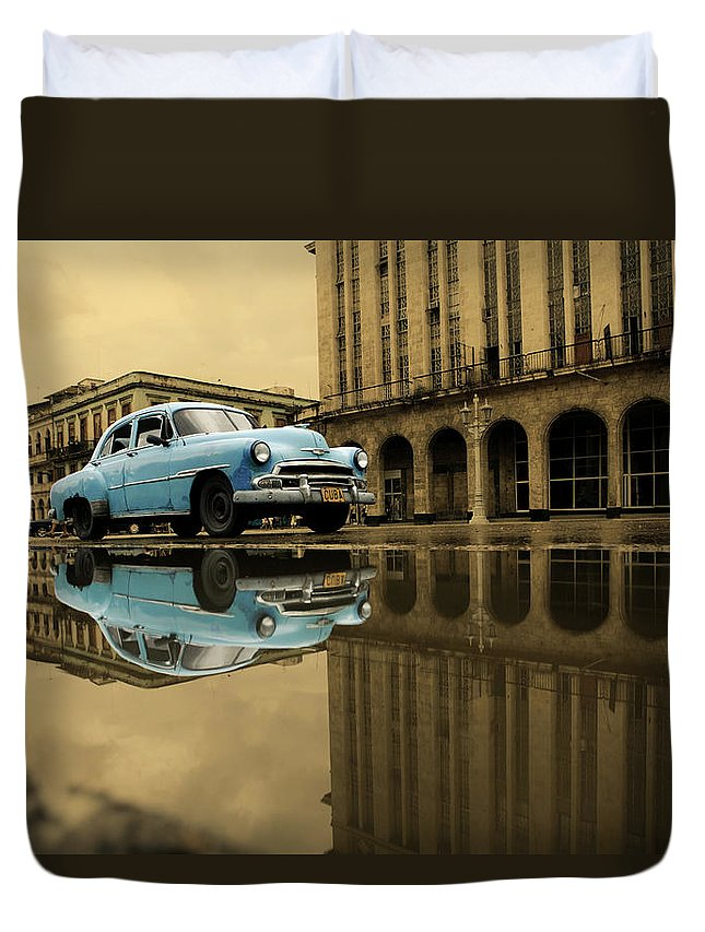 Arch Duvet Cover featuring the photograph Old Blue Car In Havana by 1001nights