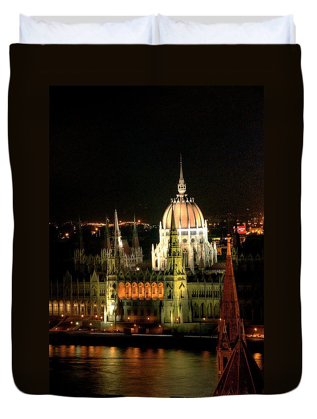 Hungarian Parliament Building Duvet Cover featuring the photograph Parliament Building Lit Up At Night by Roberto Herrero Garcia