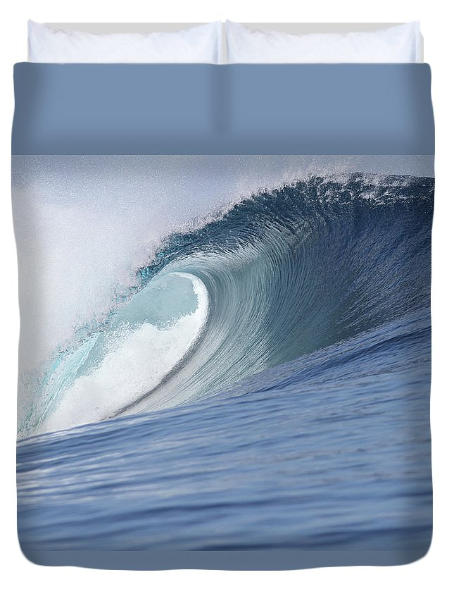 Spray Duvet Cover featuring the photograph Perfect Wave by Reniw-imagery