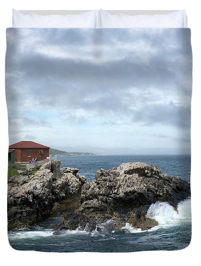 Maine Duvet Cover featuring the photograph Portland Head Light House by Dick Goodman