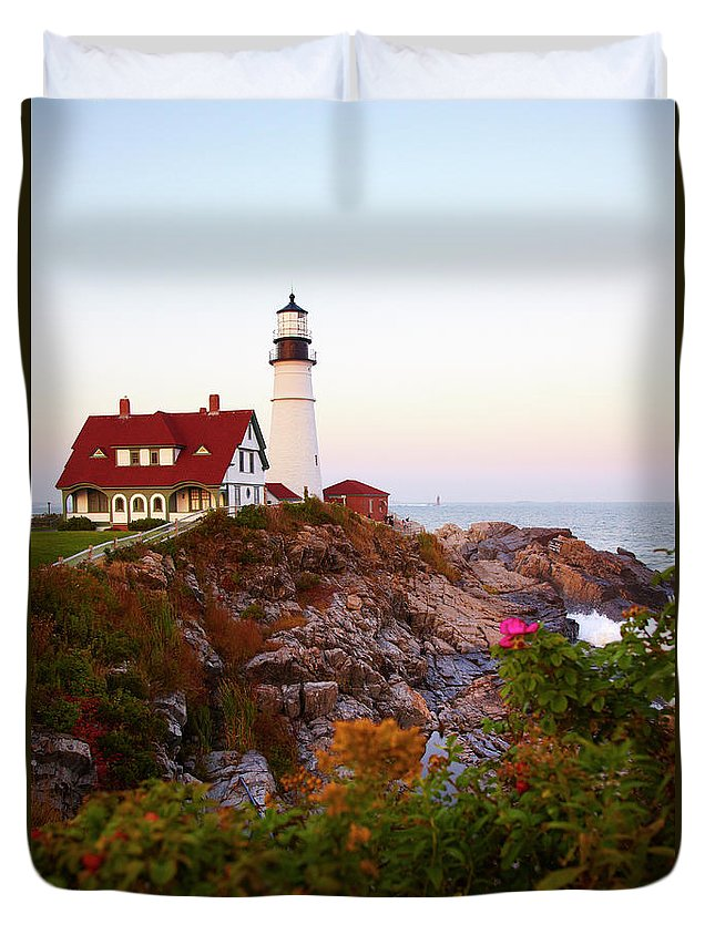 Clear Sky Duvet Cover featuring the photograph Portland Head Lighthouse At Susnet by Thomas Northcut