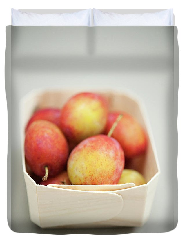 Plum Duvet Cover featuring the photograph Punnet Of Victoria Plums by Diana Miller