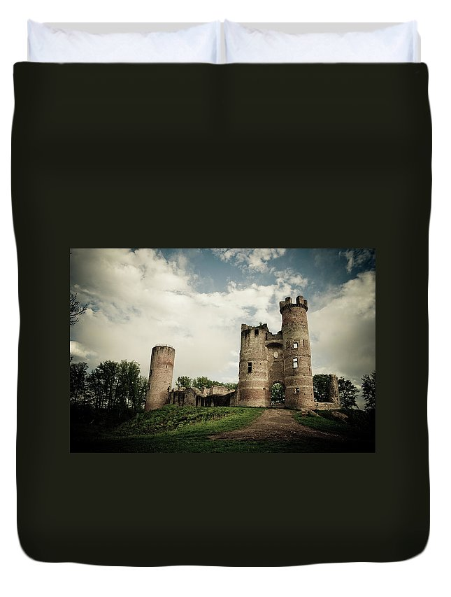 Horror Duvet Cover featuring the photograph Ruined Castle by Mmac72