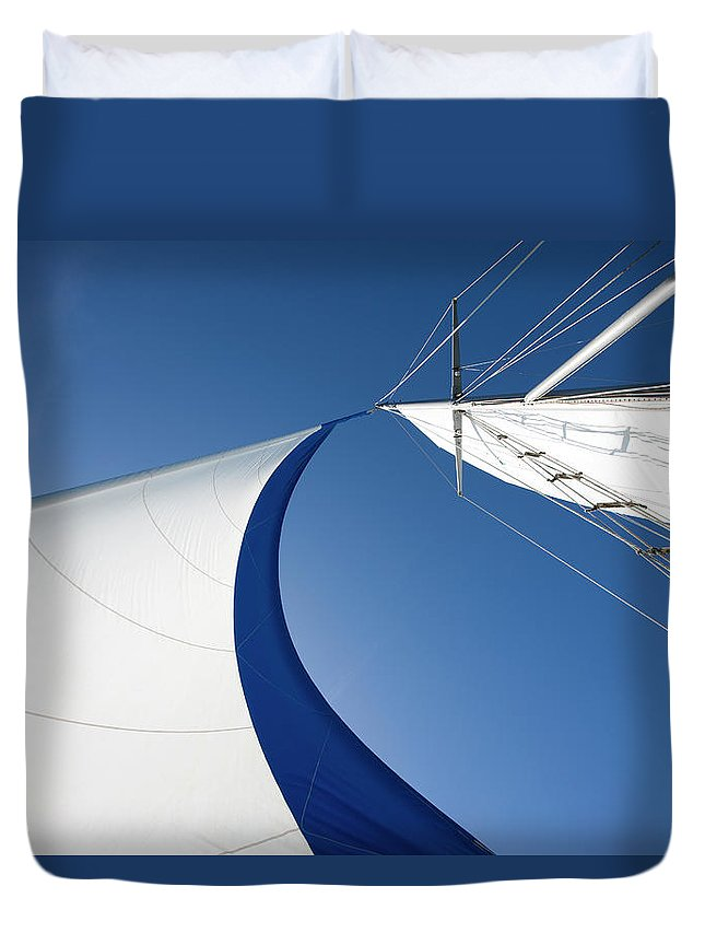 Curve Duvet Cover featuring the photograph Sailing by Tammy616