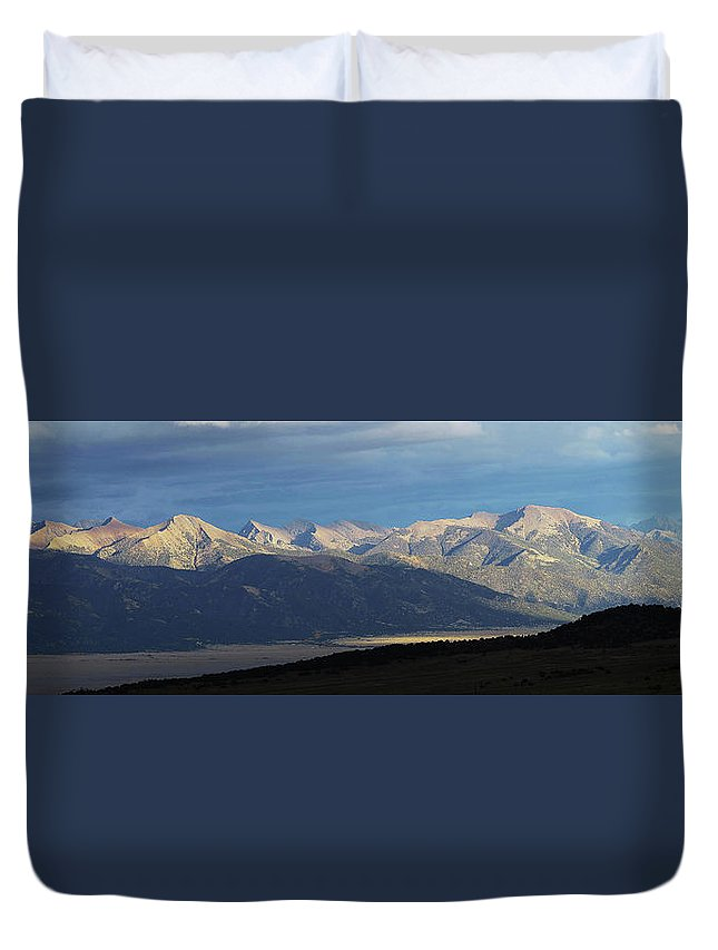 Mountains Duvet Cover featuring the photograph Setting Sun by Carol Milisen