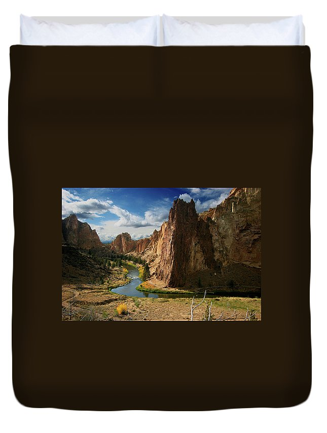 Scenics Duvet Cover featuring the photograph Smith Rock In Autumn by Photo ©tan Yilmaz