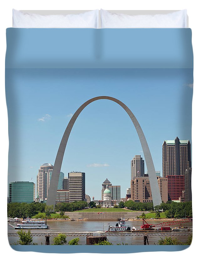 Built Structure Duvet Cover featuring the photograph St. Louis Skyline With The Gateway Arch by Kubrak78