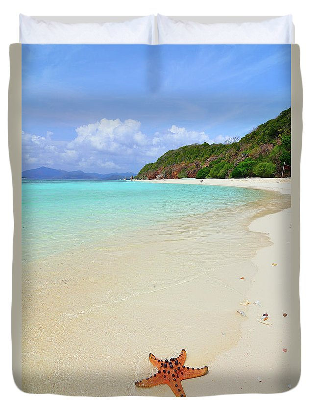 Water's Edge Duvet Cover featuring the photograph Starfish On Beach Sand by Joyoyo Chen