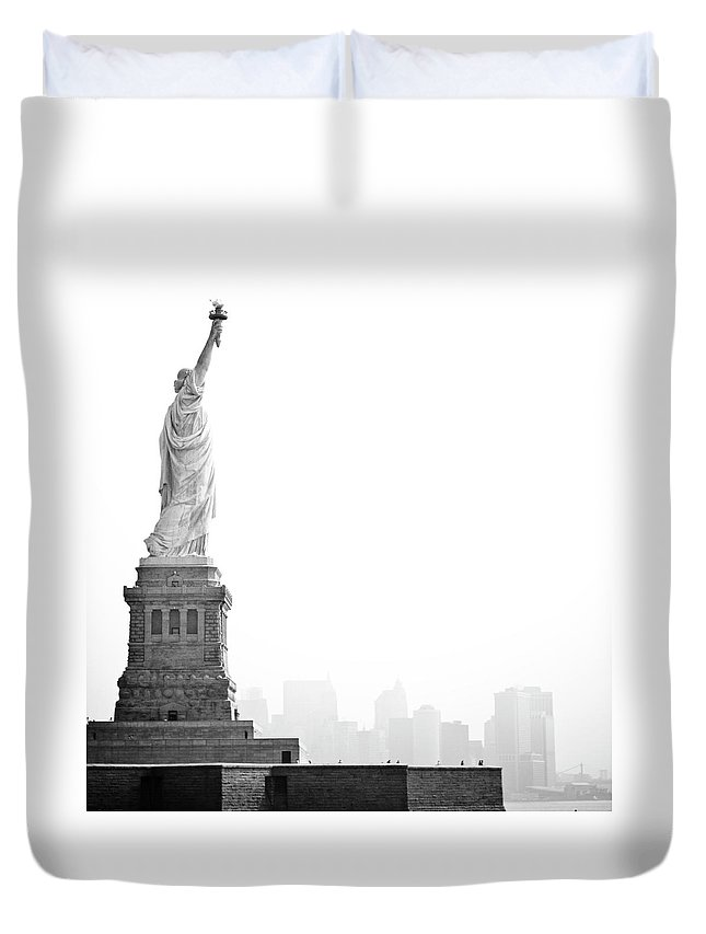 Statue Duvet Cover featuring the photograph Statue Of Liberty by Image - Natasha Maiolo