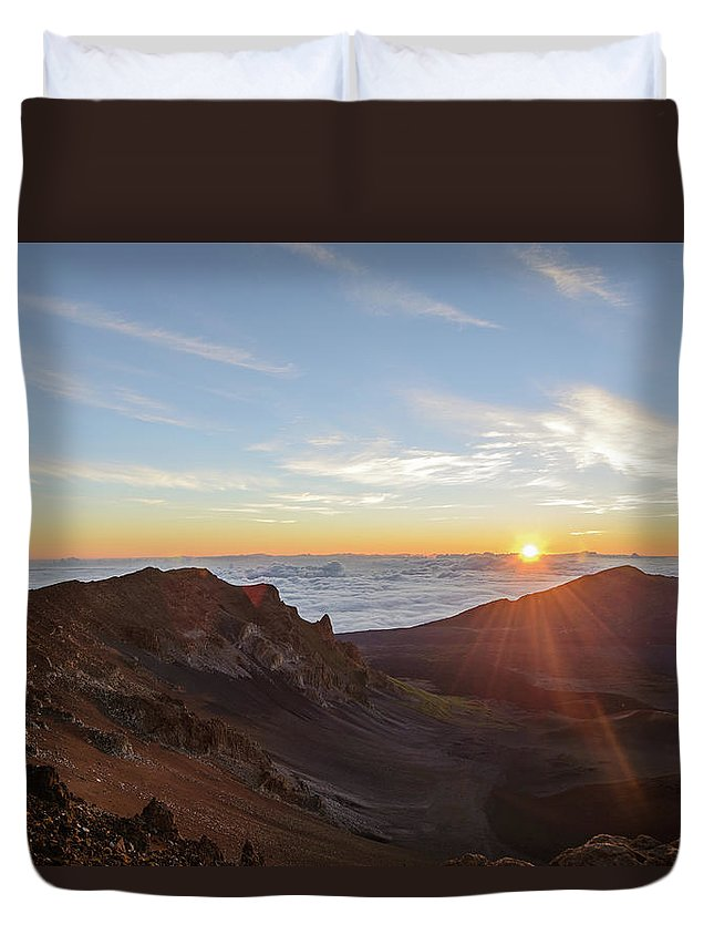 Scenics Duvet Cover featuring the photograph Sunrise At Haleakala by Photo By Robert Vaughn