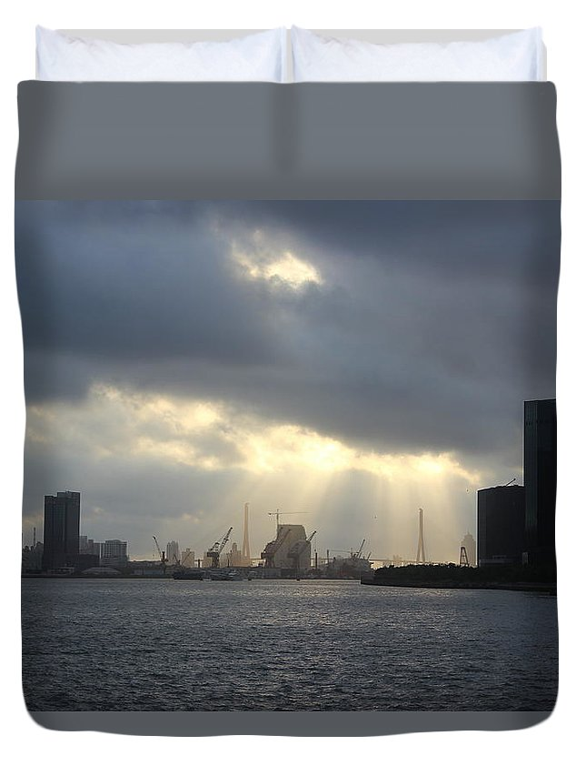Tranquility Duvet Cover featuring the photograph Sunrises On The Bund Img_2525 by Xiaozhu Yuan