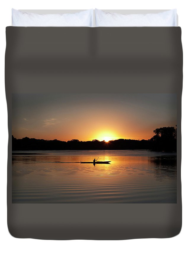 Water's Edge Duvet Cover featuring the photograph Sunset Kayaking In Lake Of The Isles by Yinyang