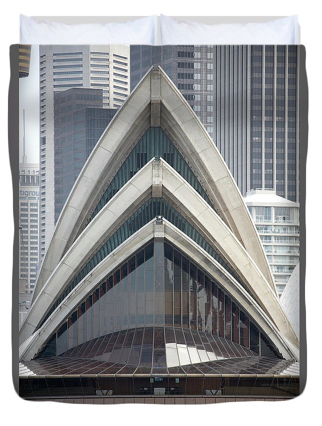 Built Structure Duvet Cover featuring the photograph Sydney Opera House by Andrew Holt