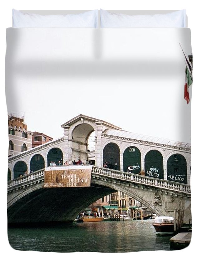 Italy Duvet Cover featuring the photograph The Rialto Bridge by Dick Goodman