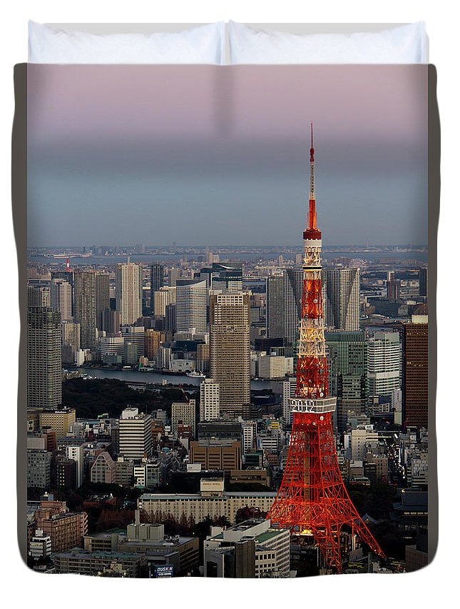 Tokyo Tower Duvet Cover featuring the photograph Tokyo Tower At Dusk by Lluís Vinagre - World Photography