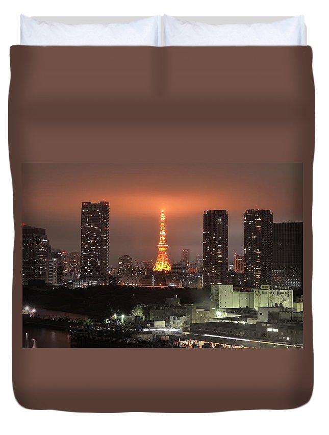 Tokyo Tower Duvet Cover featuring the photograph Tokyo Tower With Cloud by Keiko Iwabuchi