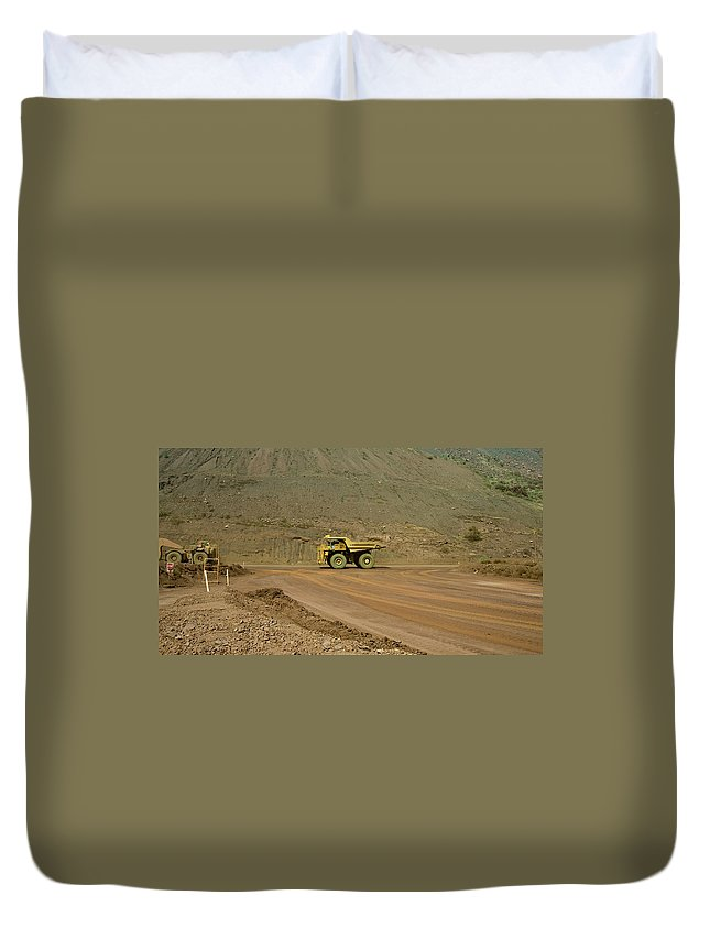 Southern Hemisphere Duvet Cover featuring the photograph Tom Price Earthmover by Samvaltenbergs