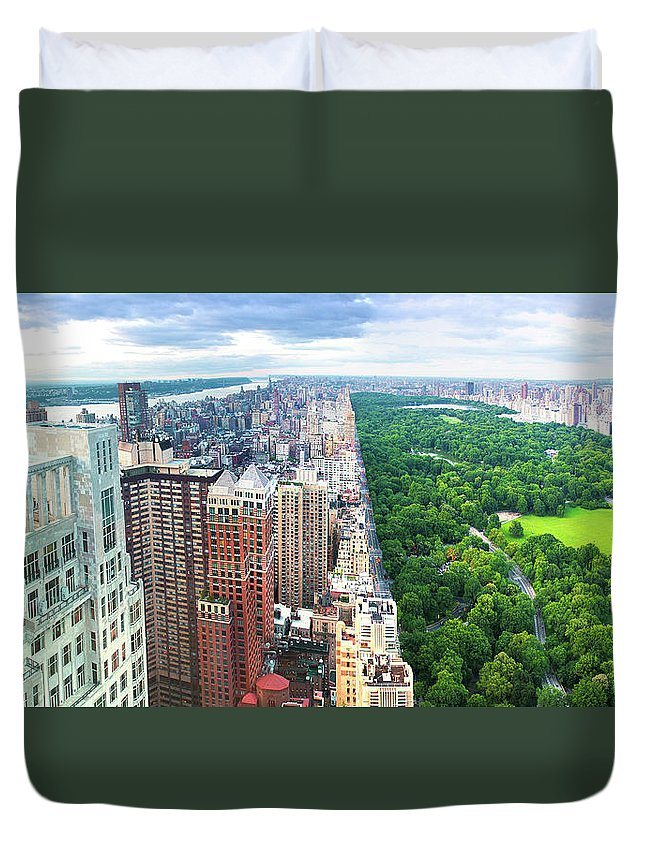 Tranquility Duvet Cover featuring the photograph Trump Intl Hotel And Tower by Tony Shi Photography