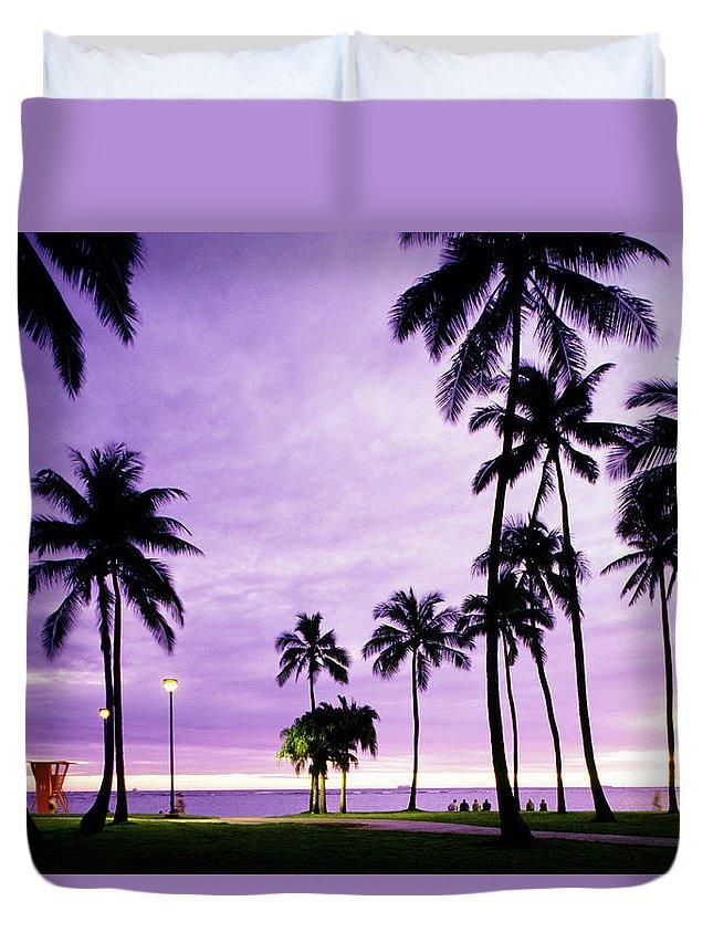 Scenics Duvet Cover featuring the photograph Usa, Hawaii, Oahu, Honolulu, Waikiki by Maremagnum