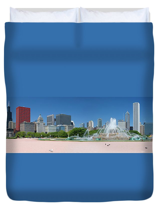 Panoramic Duvet Cover featuring the photograph Usa, Michigan, Chicago, Buckingham by Travelpix Ltd