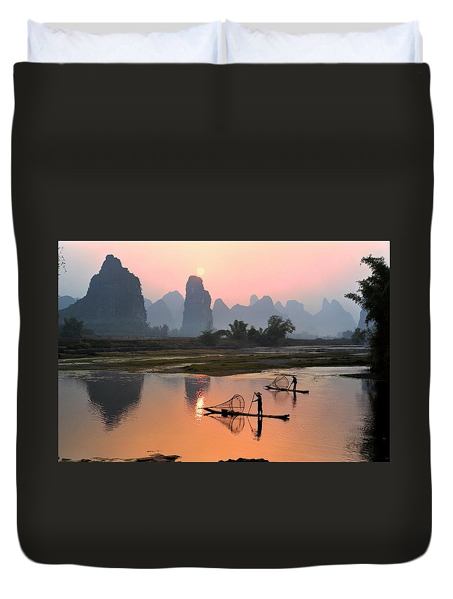 Chinese Culture Duvet Cover featuring the photograph Yangshuo Li River At Sunset by Kingwu
